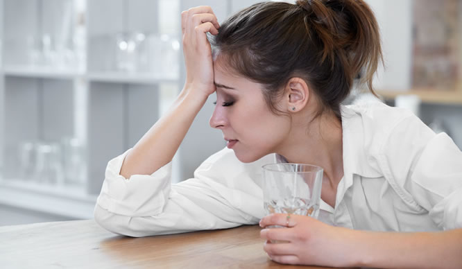 Eisenmangel verursacht Kopfschmerzen.
