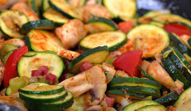 Eine mediterrane Gemüsepfanne