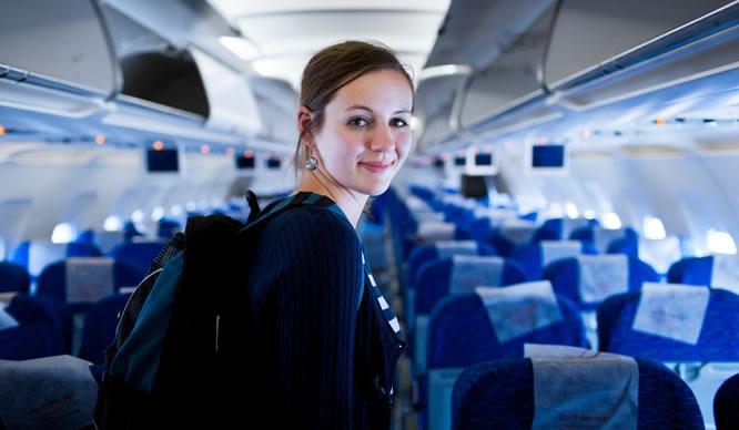 Langes Sitzen im Flugzeug ist schlecht für die Venen.