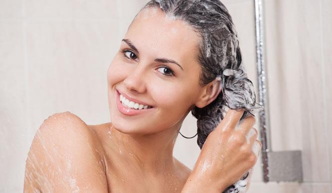 Duschen ist wichtig, jedoch sollten Sie ein gesundes Maß finden.