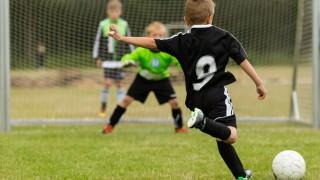 Beim Fußballspielen kann es schnell zu Verletzungen kommen.