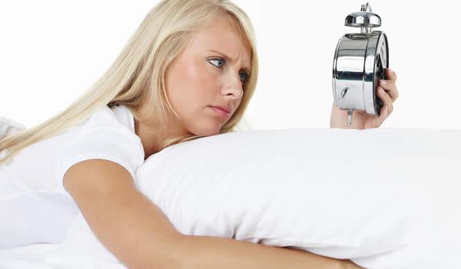 Eine Blinde Frau hat Schlafstörungen