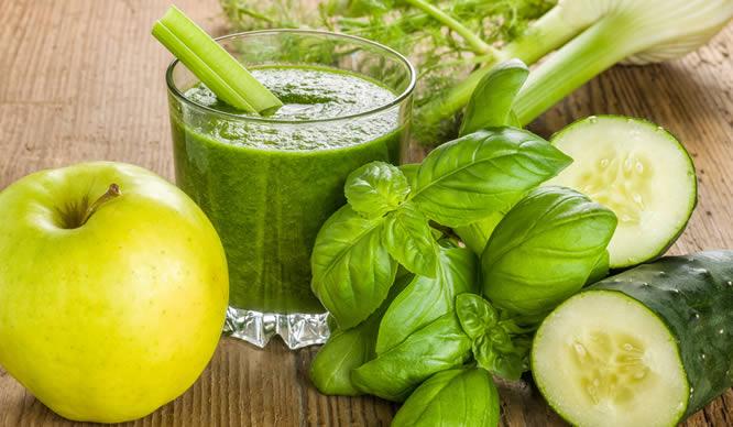 Smoothies haben wenig Kalorien und viele Vitamine.