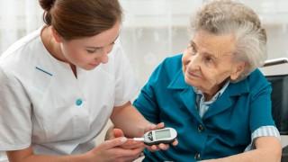 Erhöhter Blutzucker kann zu diabetischer Neuropathie führen.