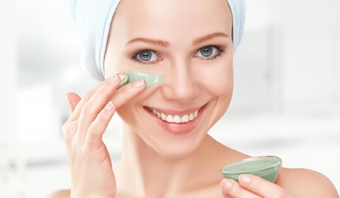 Die richtige Pflege bringt unsere Haut zum Strahlen.