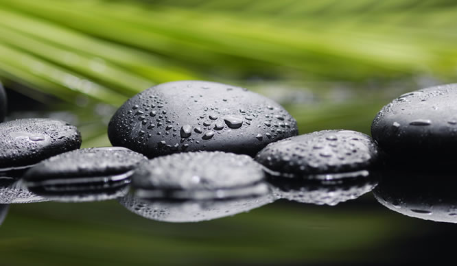 Zen Kiesel im Wasser