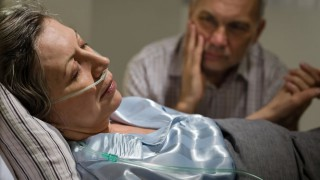 Die Langzeitnarkose soll den Körper entlasten und die Behandlung erleichtern.