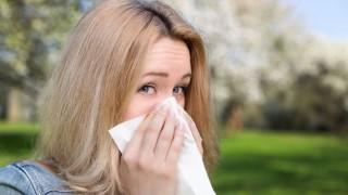 Laufende Nase im Frühling? Das könnte Heuschnupfen sein.