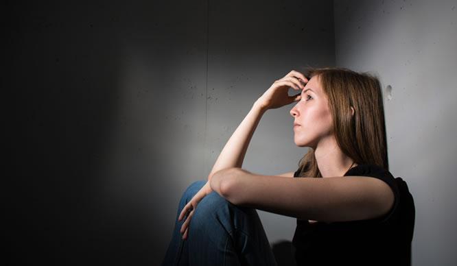 Bei Depressionen ist das Erleben und Verhalten gestört.