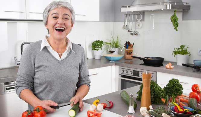 Im Alter verlieren immer mehr Senioren die Lust am Kochen.