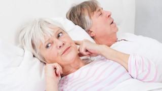 Schnarchen stört die Nachtruhe des Partners