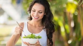 Salat kann beim Entwässern helfen.