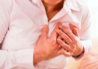 Ein stotterndes Herz sollte unbedingt der Arzt untersuchen.