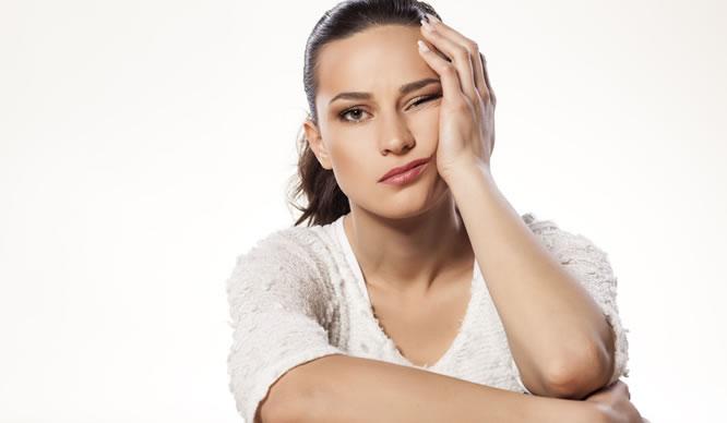 Eine junge Frau hat Stress
