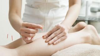 Akupunktur am Bein kann die Geburt beschleunigen.