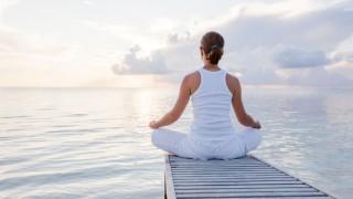 Entspannungsübungen können Migräne-Attacken vorbeugen.