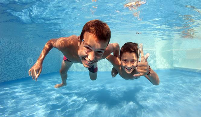 Wasser in den Ohren kann Entzündungen verursachen.
