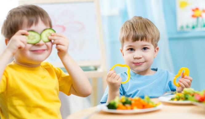 Kinder sollten jeden Tag frühstücken.