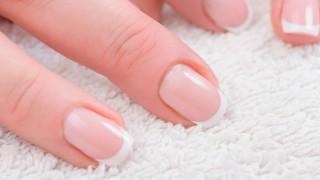 Nahaufnahme naturbelassener Fingernägel