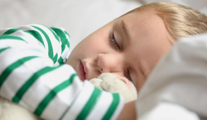 Viele Kinder brauchen einen festen Schlafrhythmus.