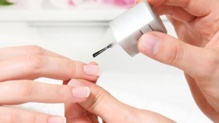 Medizinischer Nagellack sorgt wieder für schöne Nägel.