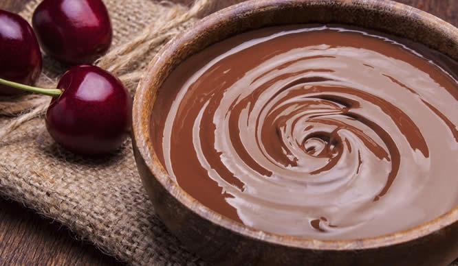 Flüssige Schokolade in einer Schüssel