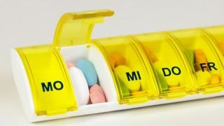 Eine Arzneikassette mit aufgedruckten Wochentagen