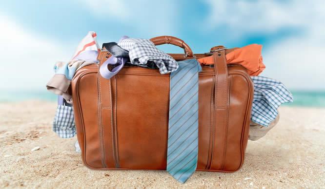 Ein dicht gepackter Reisekoffer