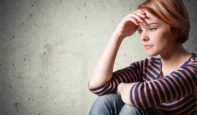 Eine Teenagerin mit Depressionen